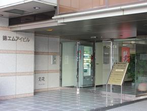 ビルの入口