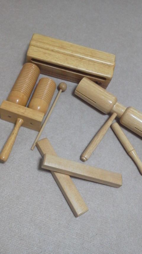 ウッドブロック  左端のものは溝が刻まれているので、ギロのように演奏するお子さんも