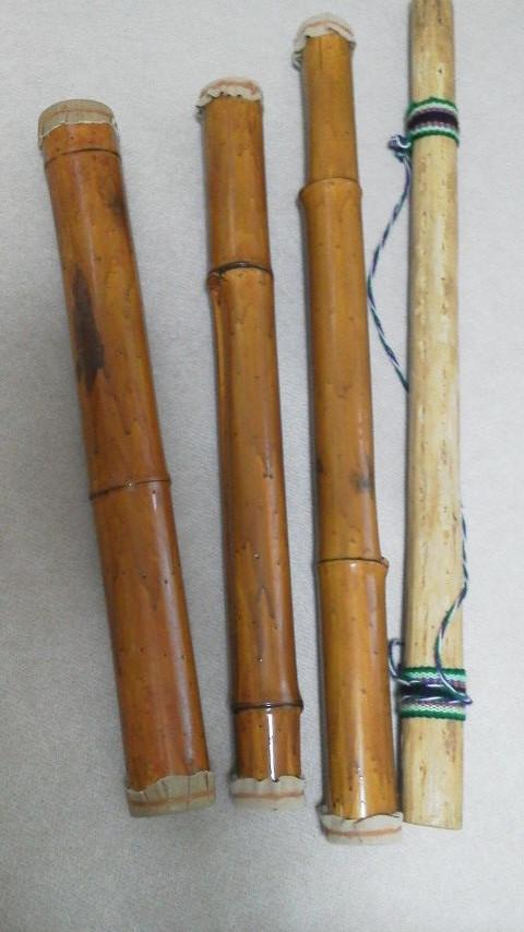 レインスティック  左の3本は竹製で、支援学校の生徒さんが授業で作ったもの