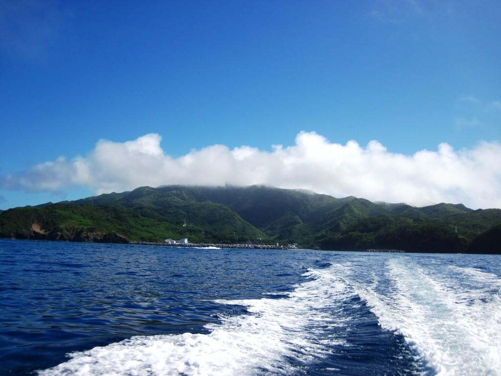 沖港から見た乳房山