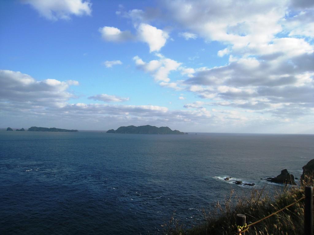小富士山頂から妹島、姪島を見る