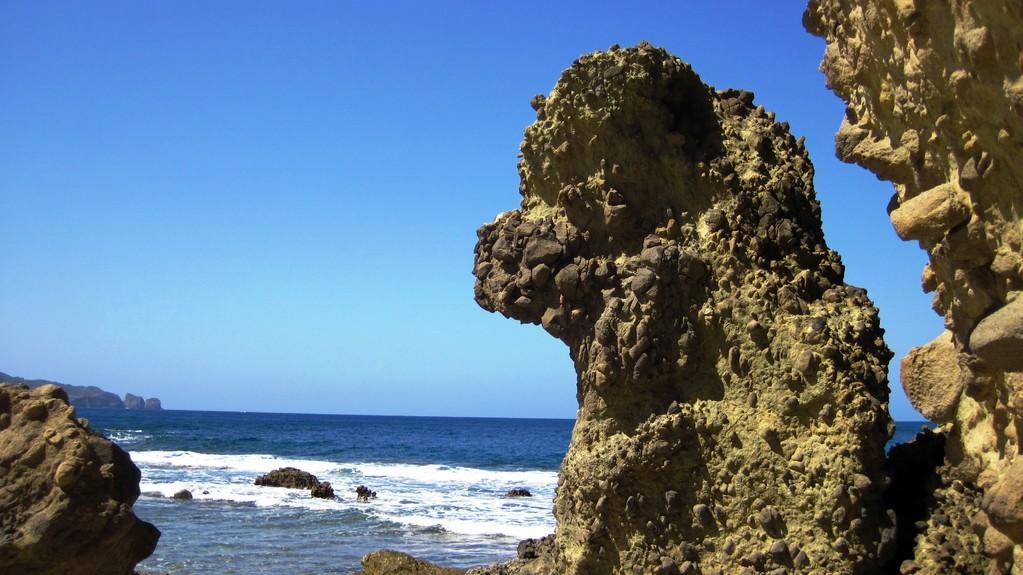 ワイビーチの奇岩