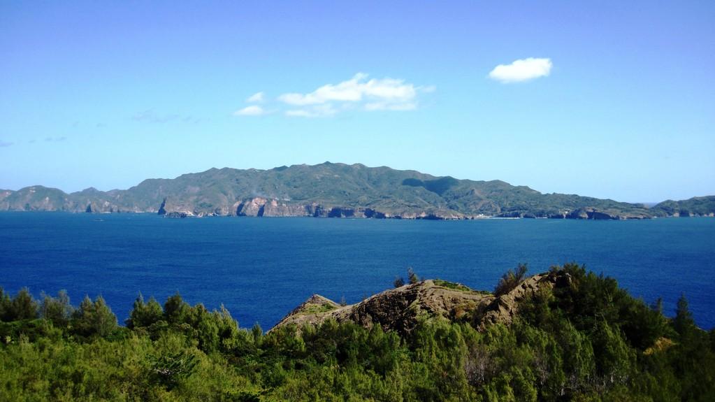 向島から見た乳房山