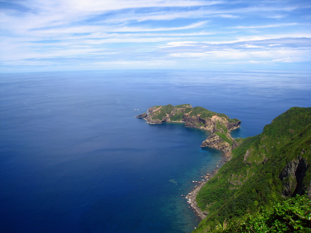 山頂より東崎を見下ろす