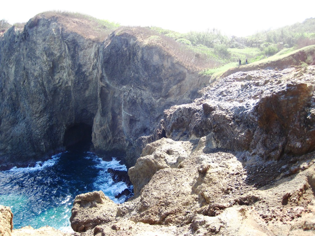 裏高根で見られる海食崖