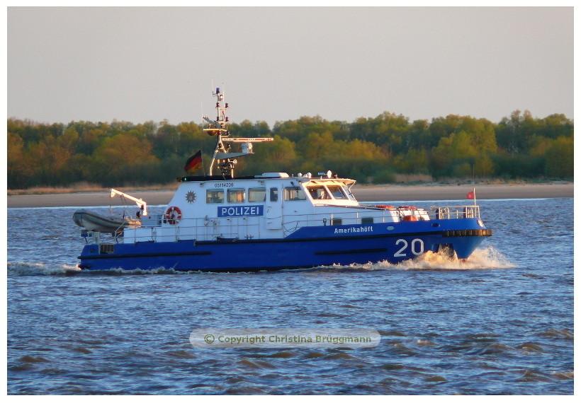 """Polizeiboot """"AMERIKAHÖFT"""" auf Patroulienfahrt auf der Elbe 02.05.2015"""