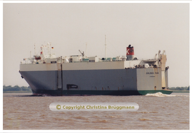 GOLDEN FAN auf der Elbe 05.2001