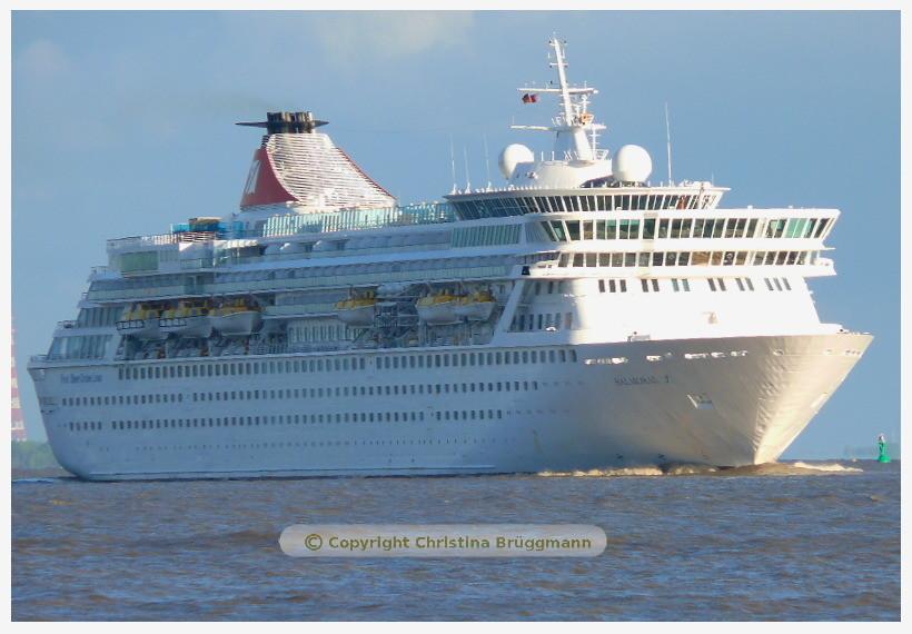 BALMORAL nach Besuch in Hamburg auf der Elbe 26.05.2015