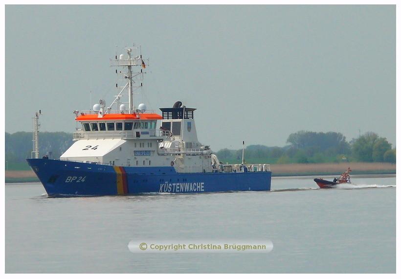 BAD BRAMSTEDT BP 24 mit Kontollboot auf der Elbe  08.05.2015