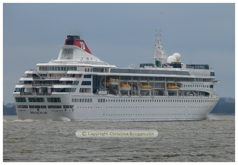 BRAEMAR nach Besuch in Hamburg auf der Elbe 07.04.2015