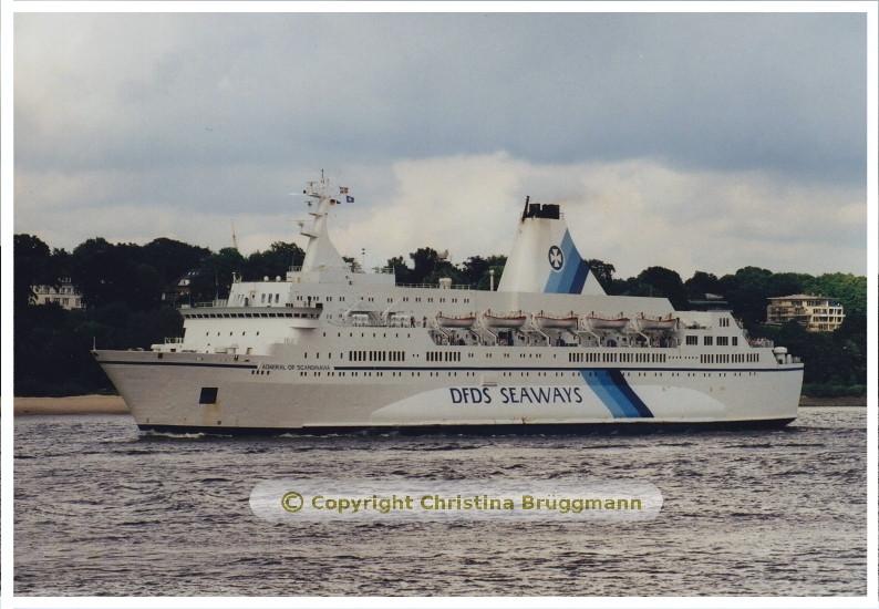 """ADMIRAL OF SCANDINAVIA"""" beim Verlassen von Hamburg 05.2001"""