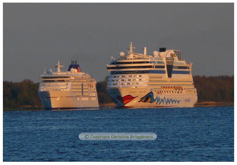 AIDAbella auf der Elbe - beim Überholen EUROPA 2 02.05.2015