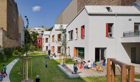 LebensWelt Kita und Familienzentrum Sternengarten liegt in einer Grünverbindung zwischen der Hobrecht- und Friedelstraße in Neukölln-Nord.