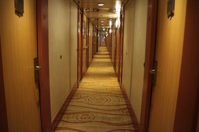 船内の廊下