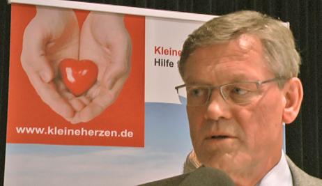 """Thema Organspende: Prof. Dr. Dr. Axel Haverich, Herz- und Transplantationsspezialist  an der Medizinischen Hochschule Hannover, im Interview mit dem Verein """"Kleine Herzen Hannover""""."""