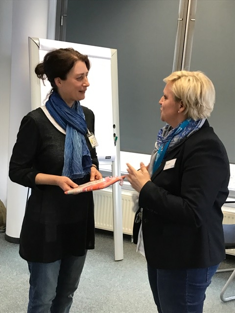 Frau Cosfeld, Senior Personalreferentin (Arvato CRM Solutions), und Andrea Kornfeld im Nachgespräch