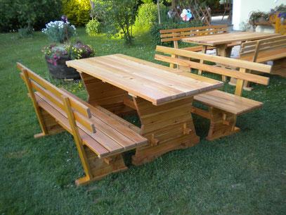 """Gartengarnitur """"Modell 1"""" - bestehend aus 1 Tisch und 2 Bänke. Maße: L 190 x B 80 x H 75 cm."""