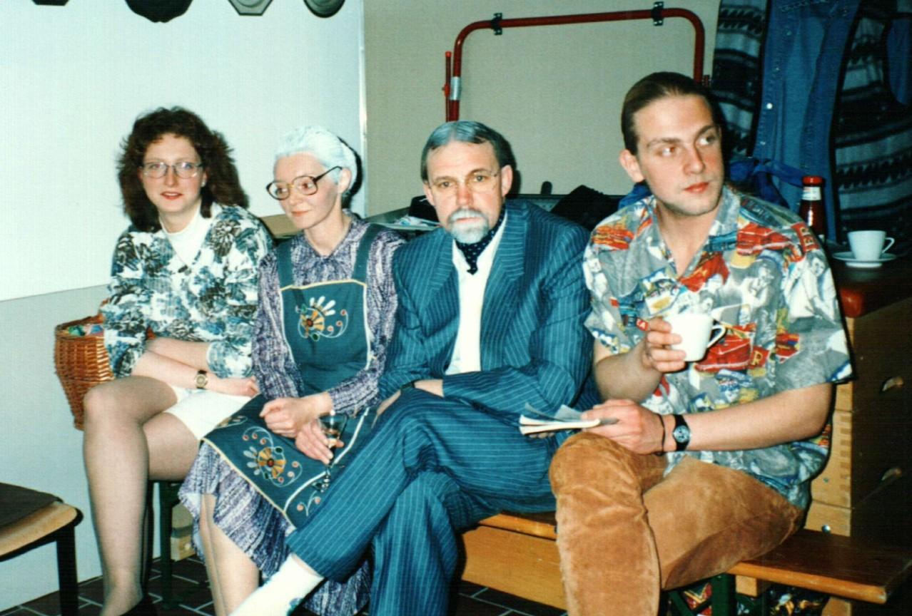 Hinter der Bühne in Bühren: Iris Engelke, Birgit Brügesch, Fritz Bergholz, Christoph Koloff