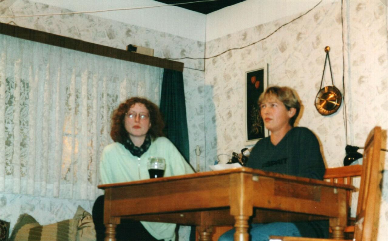 Bei der Probe: Iris Engelke, Brigitte Krumdieck