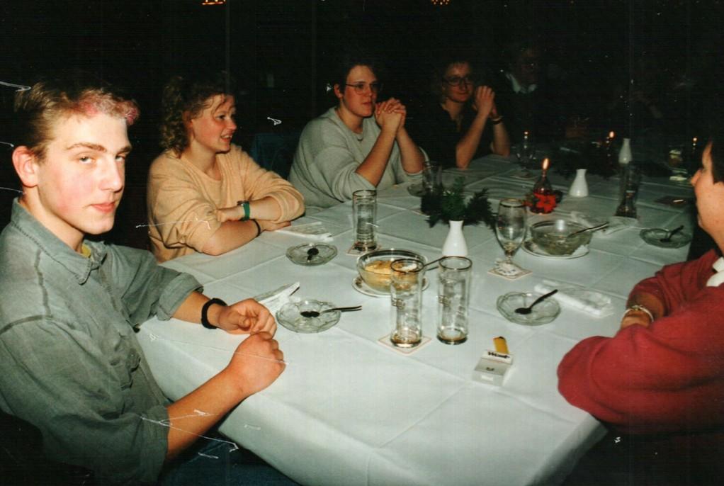 After-Show-Party: Christoph Koloff, Sabine Schäl, Mirjam Koloff, Birgit Engelke und weitere Personen, deren Identitäten im Dunkeln liegen