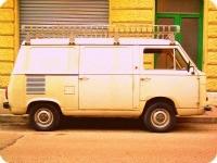 furgone fiat 900t di colore bianco