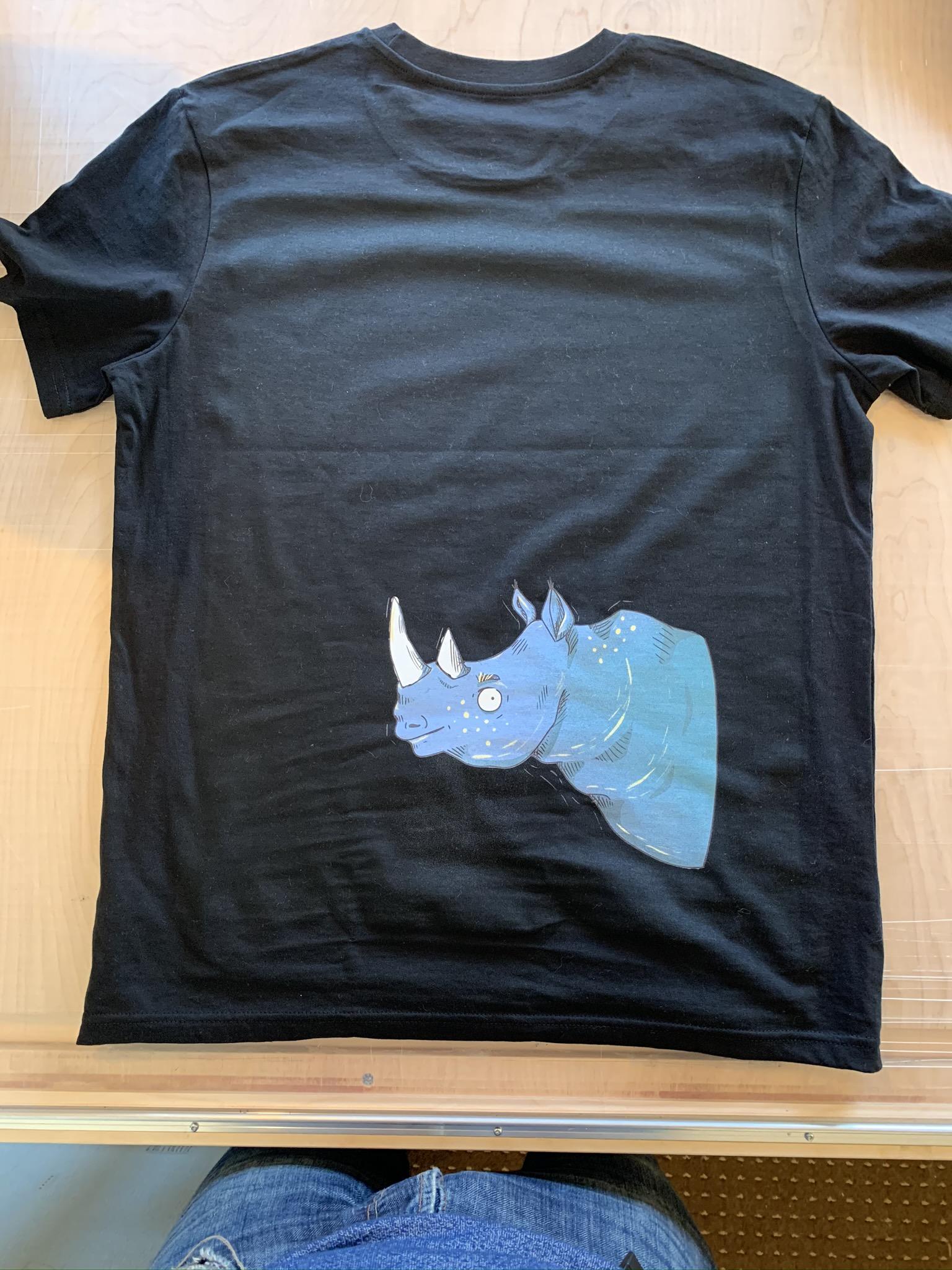 Digitaldruck 4c, konturgeschnitten auf Bio-T-Shirt