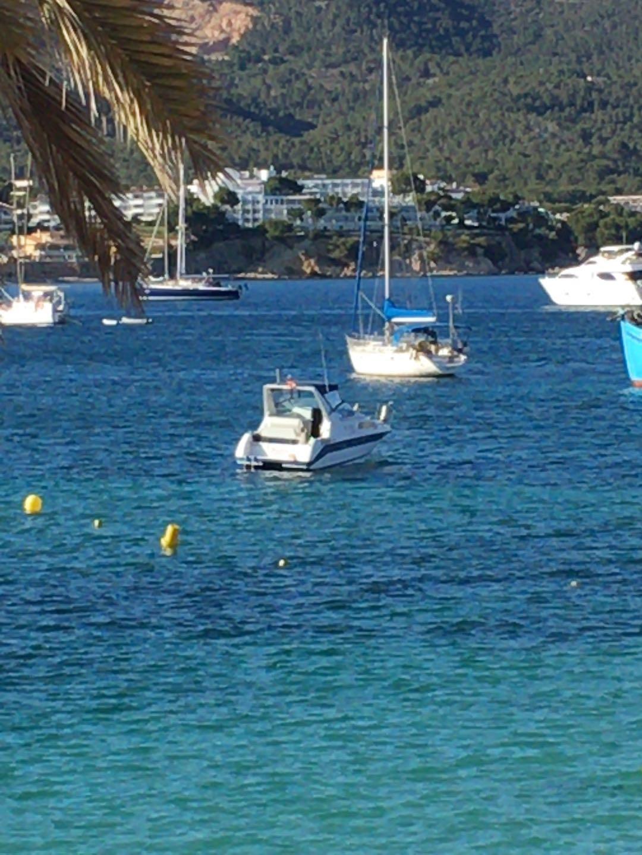 Boote auf Reede und die  Sonne  geniessen