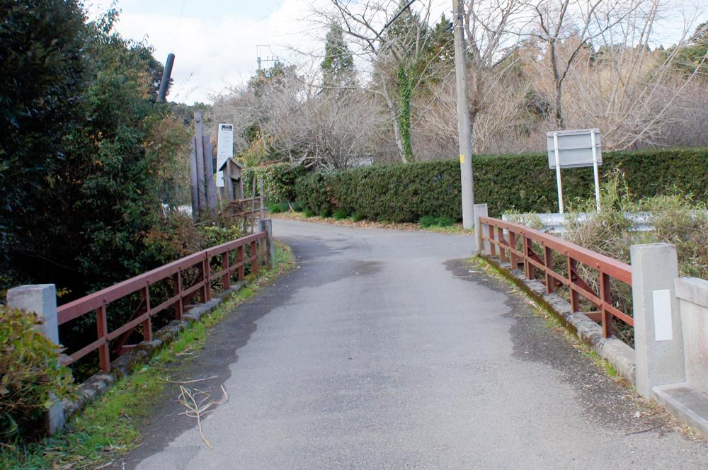 (2)橋を渡ったら50メートル先で右折します