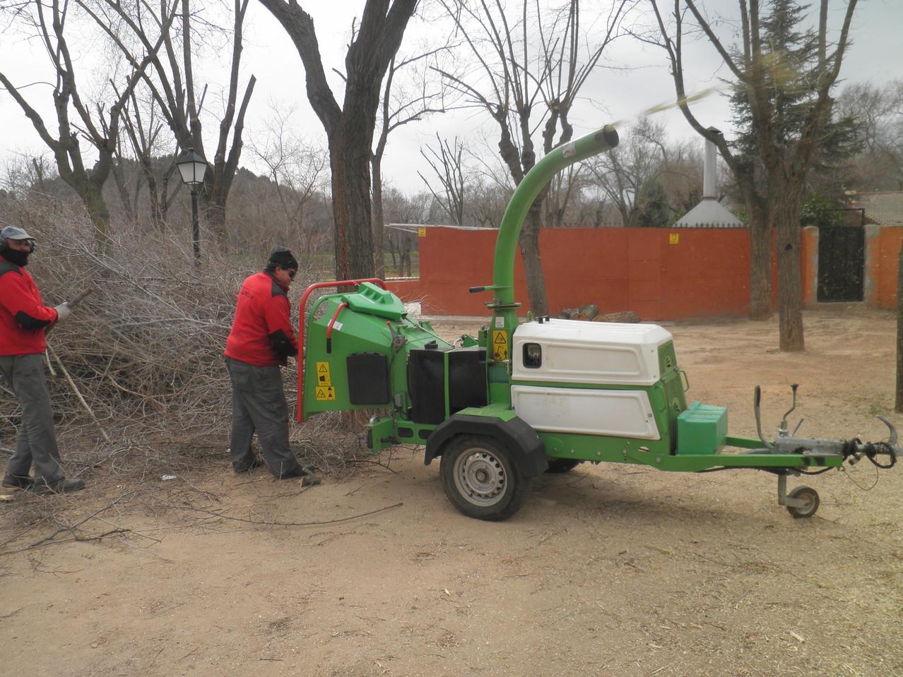 Alquiler maquinaria con operario solnatur jardineria for Jardineria las rozas