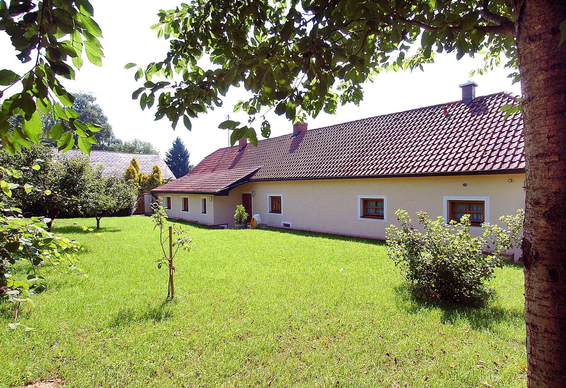 Garten zum Grillen, Sonnen - auf der Hinterseite des Hauses mit direktem Zugang vom Wohnzimmer