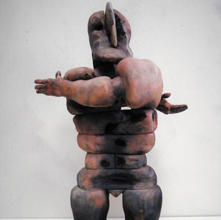 """""""Amazone n°4"""" - Bois polychrome - 61 x 25 x 36 cm - 2019. Sculpture d'Hans Jorgensen"""