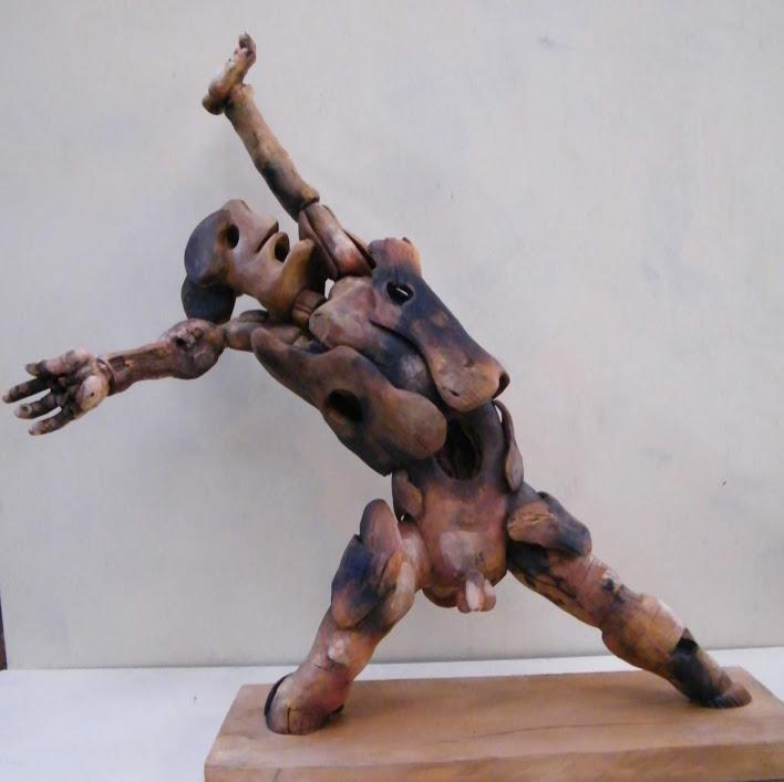 """""""Guerrier n°13"""" - Bois polychrome - 108 x 78 x 30 cm - 2019. Sculpture d'Hans Jorgensen"""