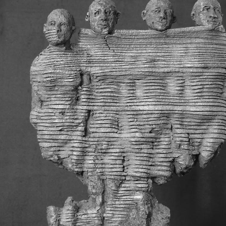"""""""Entravés n°26"""" - Grès - 23 x 5 x 29 cm. Sculpture de Christian Revel"""