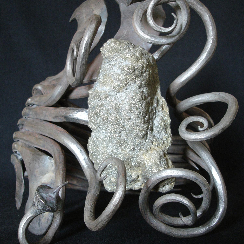 """""""Bague 43"""" - Fer pur, Pyrite sur granit - 37 x 25 cm. Arnaud Elisabeth"""