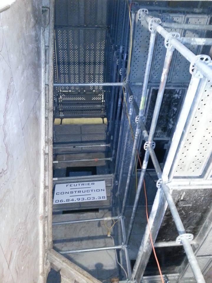 Échafaudage installé par l'entreprise Feutrier pour une sécurité maximale.