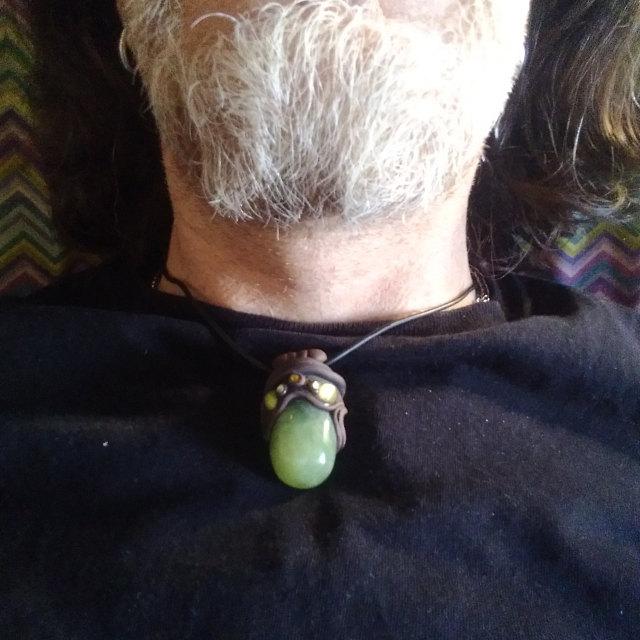 "Alessandro indossa l'amuleto ""Green Spirit"""