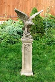 statua su colonna