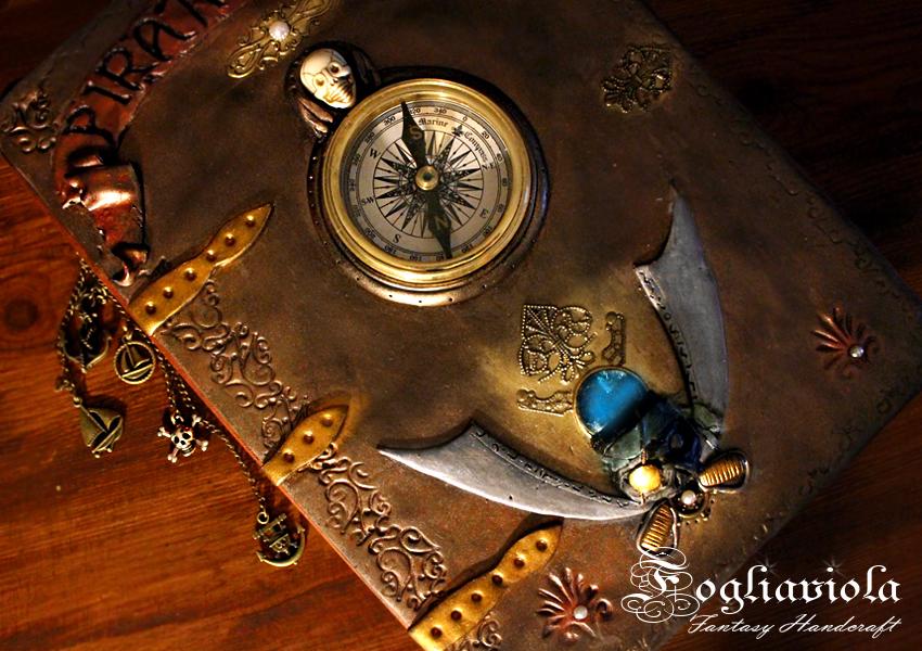 Codice dei Pirati con vera bussola, regalo per lui. Personalizzabile!