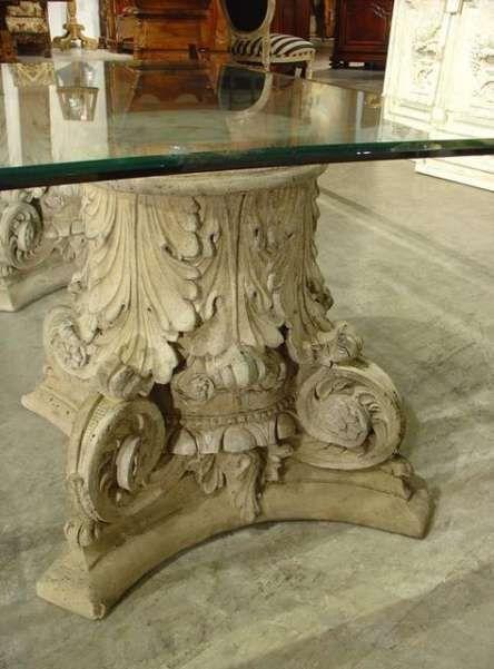 tavolo di cristallo con base in pietra