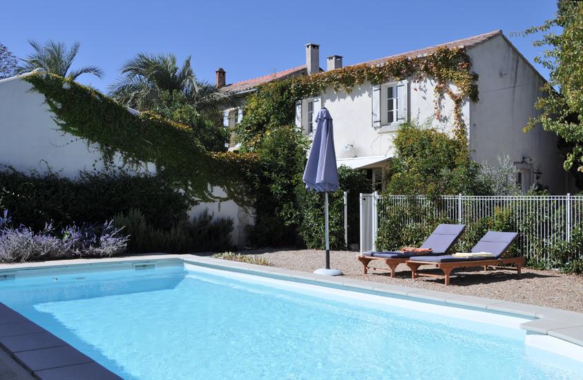 Coup de Coeur - der verlockende Pool (Treppeneinstieg) mit schöner Auswahl an Sitz- und Liegeplätzen