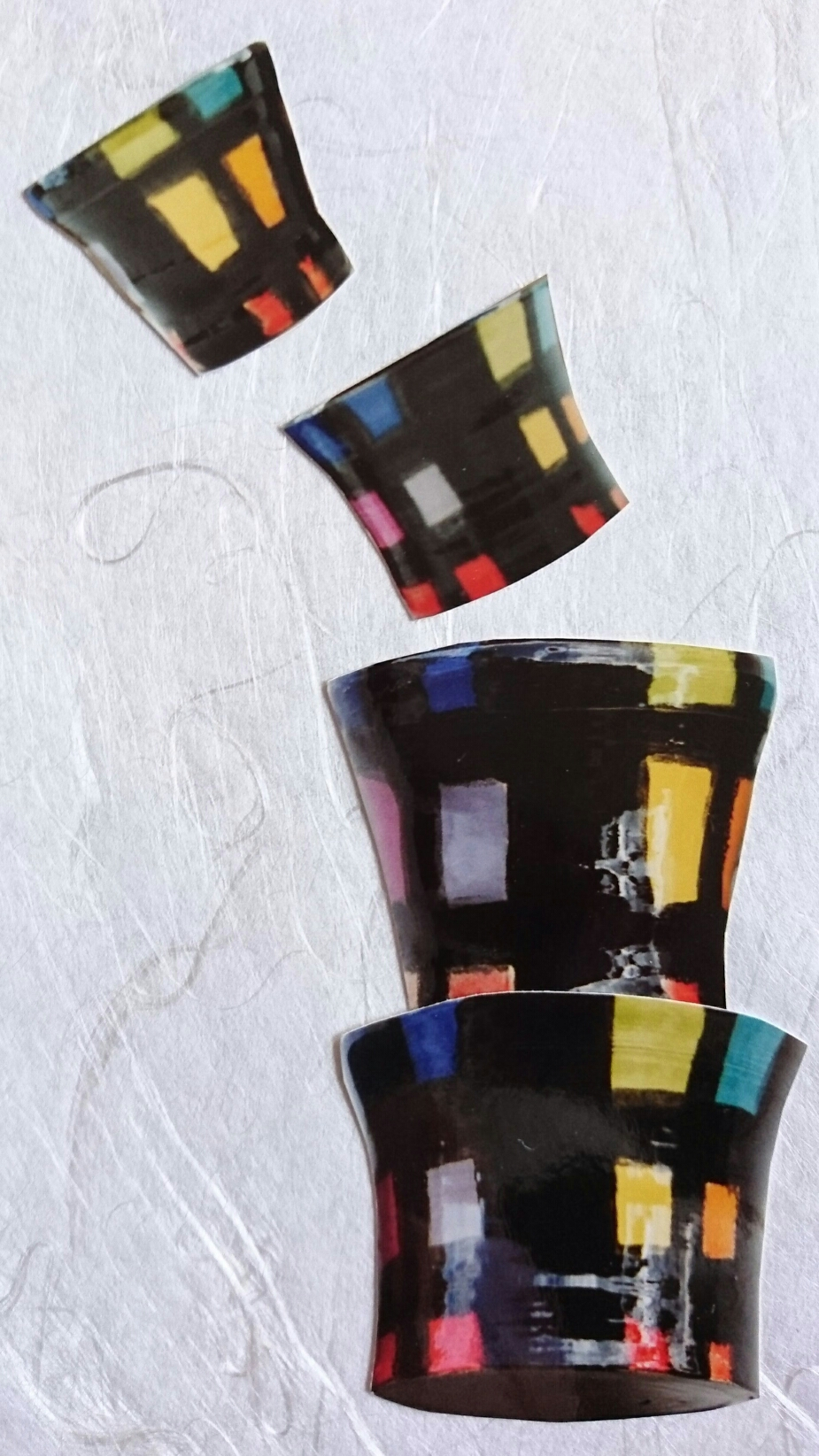 Set little beakers black and colours