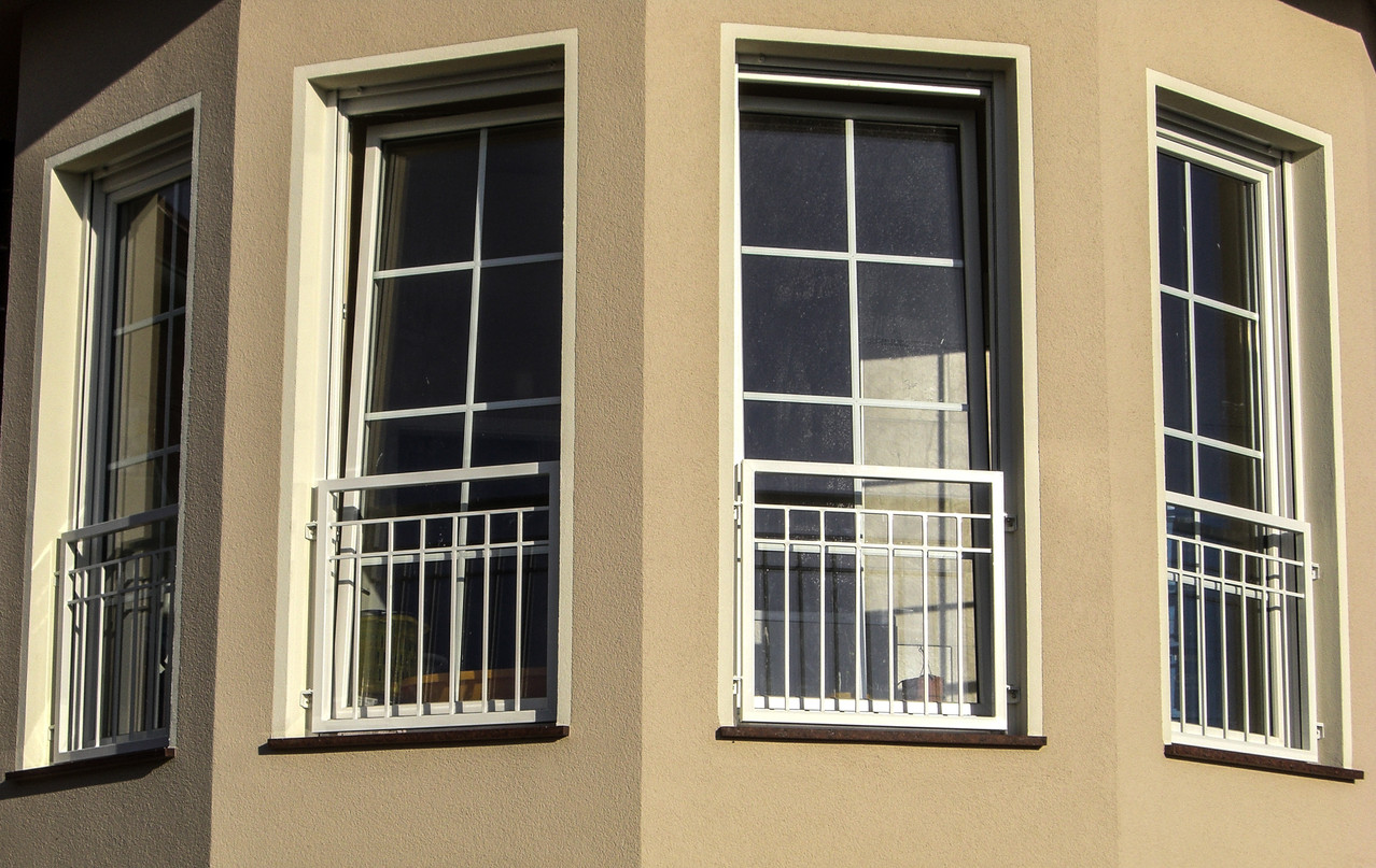 Fenstergitter pulverbeschichtet weiss