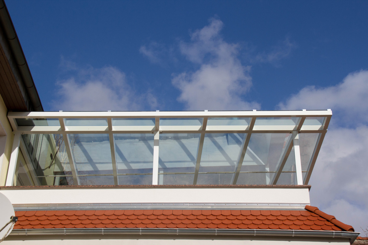 Terrassenüberdachung pulverbeschichtet weiss Glas
