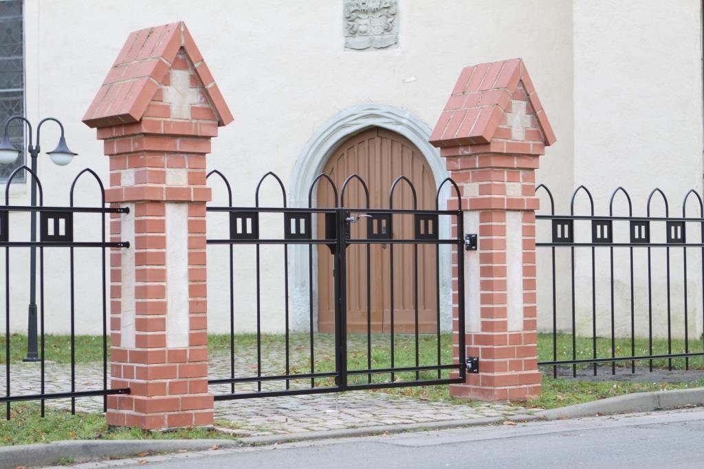 Zaun Kirche Möckern