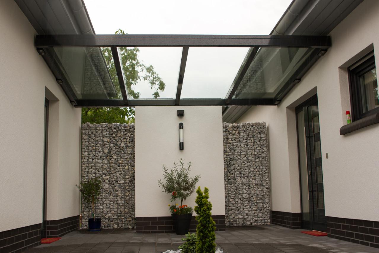 Vordach über Hauseingang