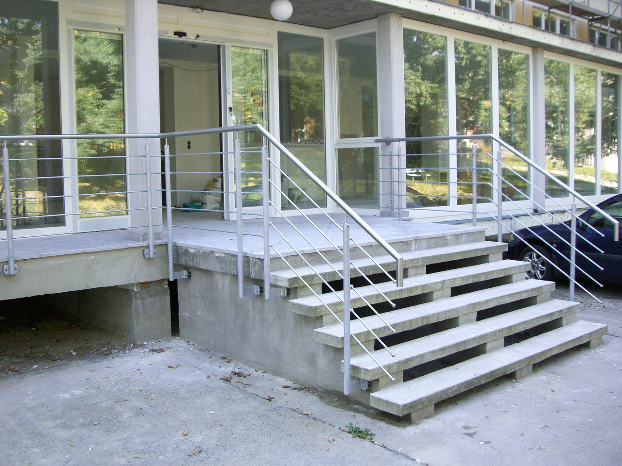 Treppengeländer verzinkt Edelstahl Handlauf