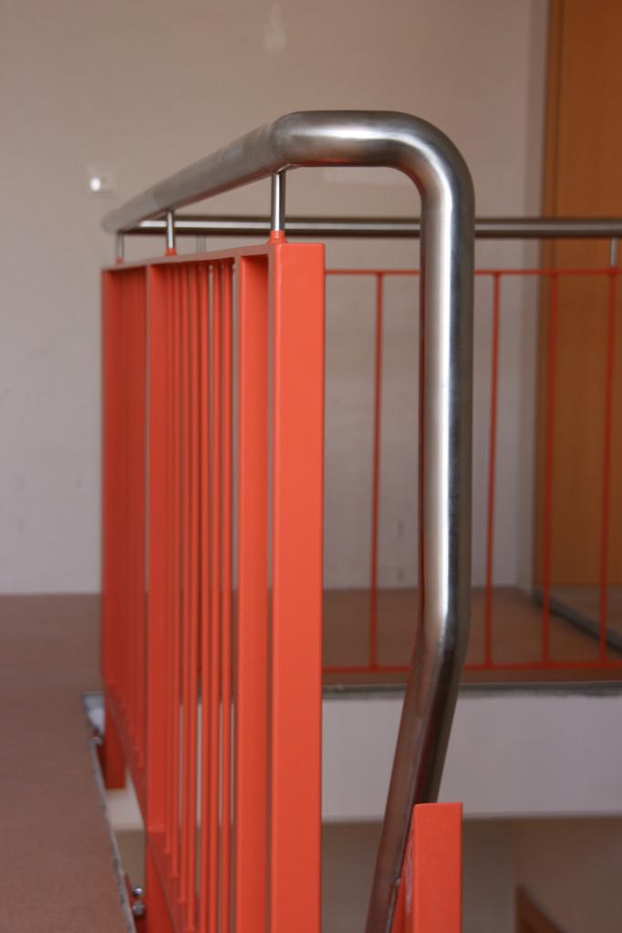 Geländer pulverbeschichtet rot Edelstahl Handlauf
