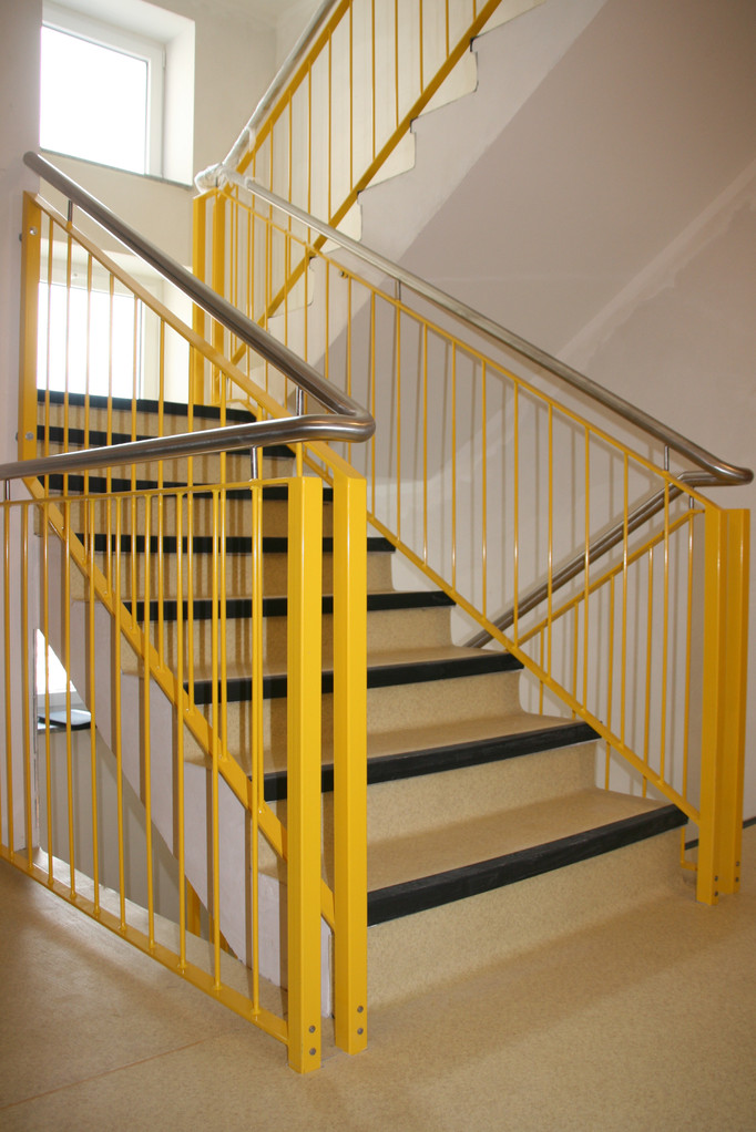 Treppengeländer pulverbeschichtet gelb Edelstahl Handlauf