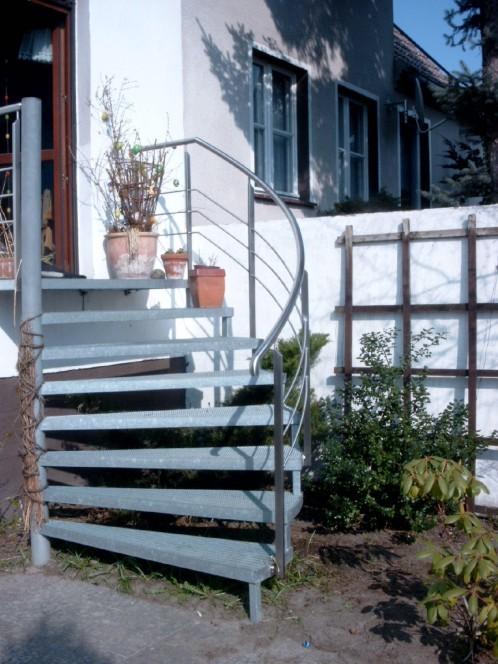 Treppe verzinkt mit Edelstahl Geländer