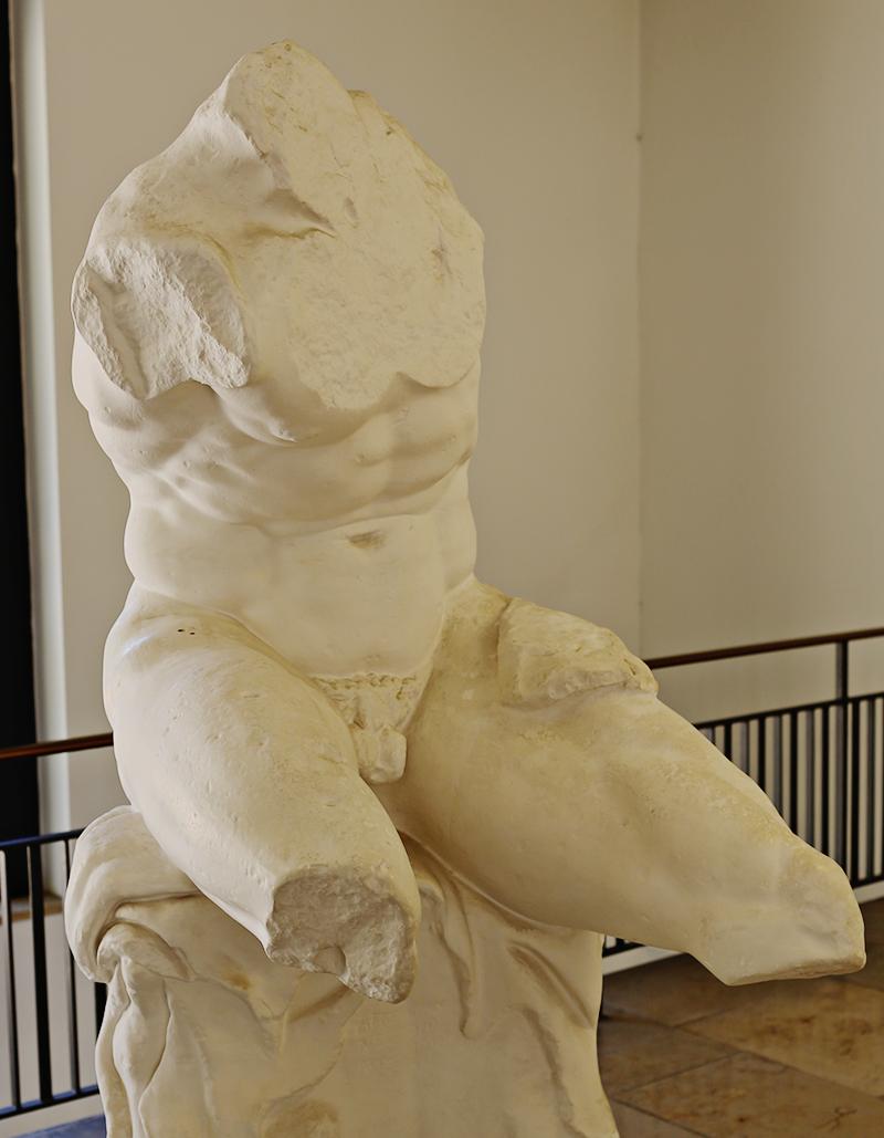 Der Torso vom Belvedere zählt zu den bedeutendsten Skulpturen der Antike. Einer seiner größten Bewunderer war der italienische Renaissancekünstler Michelangelo, durch dessen Werke der Torso heute noch stilprägend ist.